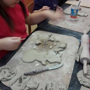 Keramici tvořili sněhuláky