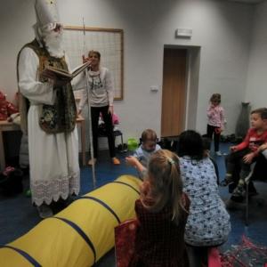 ..pak za nejmenšími dětmi přišel svatý Mikuláš s dárečky...